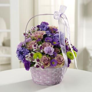 The Greeting Basket/Hydrenga,Roses,Alstro,Daisies,Buttons