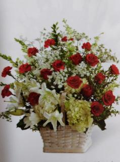With Sympathy/Roses,Carns,Queen Anne\'s Lace,Stock,Hydrangea