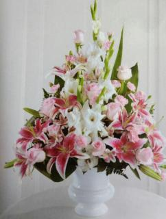 Beautiful Arrangement/Roses,Alstroemeria,Glads,Carns,Lillies