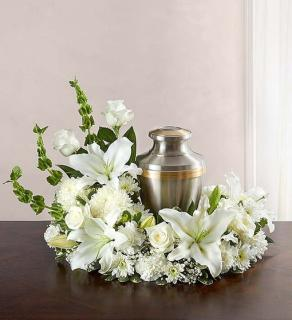 Urn Wreath/Roses,Lily,Carns,Bells Of Ireland
