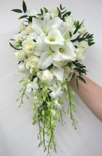 Just Lovely/Calla Lily,Lily,Roses,Dendrobium Orchids
