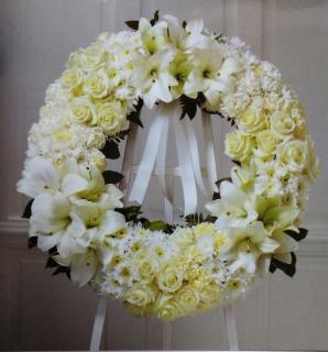 Heartfelt Wreath/Carns,Roses,Lillies,Poms