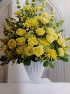 Sunshine Basket/Roses,Bells/Carns,Snaps,Chrysanthemums