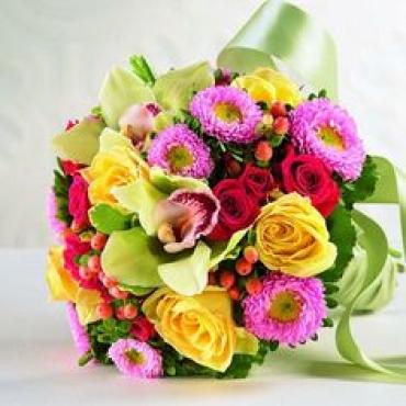 Mix Bouquet/Rose,Spray Rose,Hypericum,Cymbidium Orchid,Matsumoto