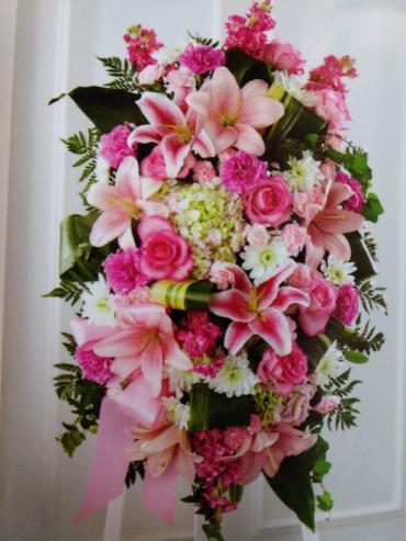 Solitude Stand/Carns,Roses,Hydrangea,Stock,Lilly