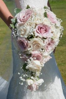 Luxurious Bouquet/Roses,Baby Breath