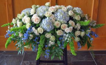Casket Spray/Roses,Hydrangea,Bells of Ireland,Delphenium